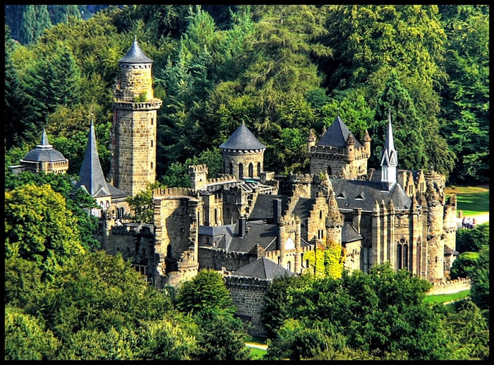10 Most Amazing Castles Tours And Palaces To Visit Before You Die 17