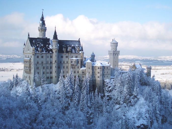 10 Most Amazing Castles Tours And Palaces To Visit Before You Die 7