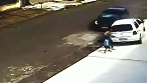 Kid Gets Run Over In Auto Accident And Walks Away - Crazy Video