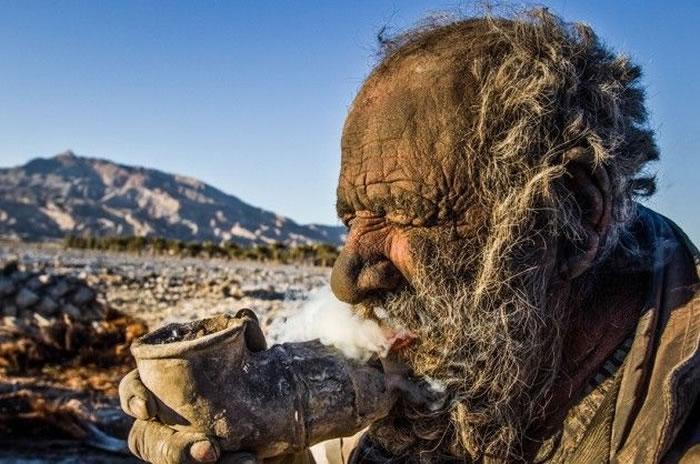 Meet The Dirtiest Old Man Who Hasn't Seen A Bath Tub in 60 Years 1