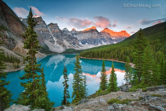 15 Of The Best Stock Photo Images Of The Stunning Bow Lake In Alberta 13