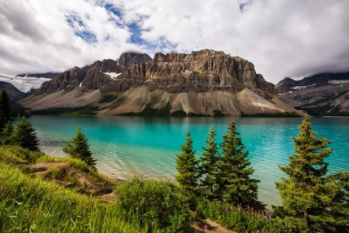 15 Of The Best Stock Photo Images Of The Stunning Bow Lake In Alberta 4
