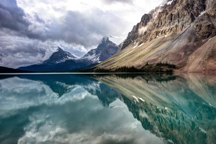 15 Of The Best Stock Photo Images Of The Stunning Bow Lake In Alberta 5
