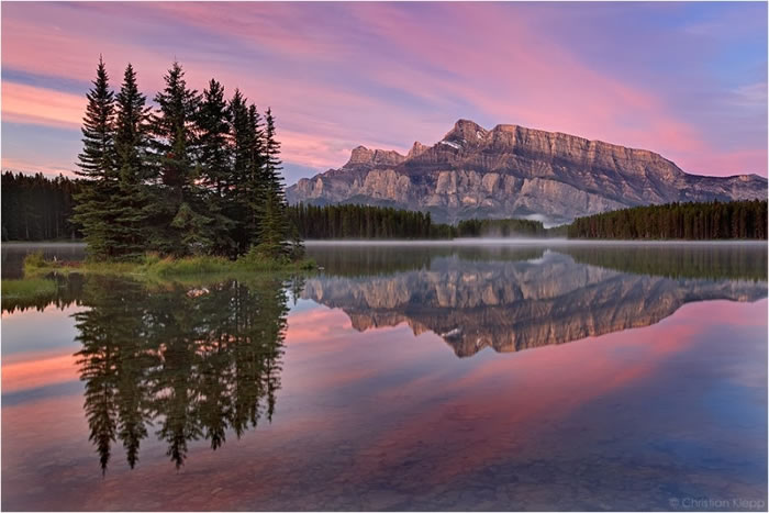 15 Of The Best Stock Photo Images Of The Stunning Bow Lake In Alberta 8