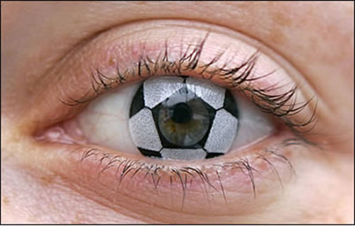 Crazy And Cool Contact Lenses That People Actually Wear 6