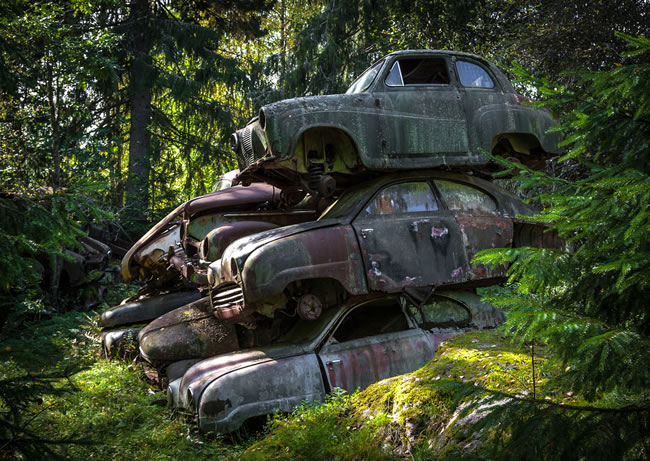 Eerie Classic Cars Graveyard At Abondaned Old Cars Junk Yard 16