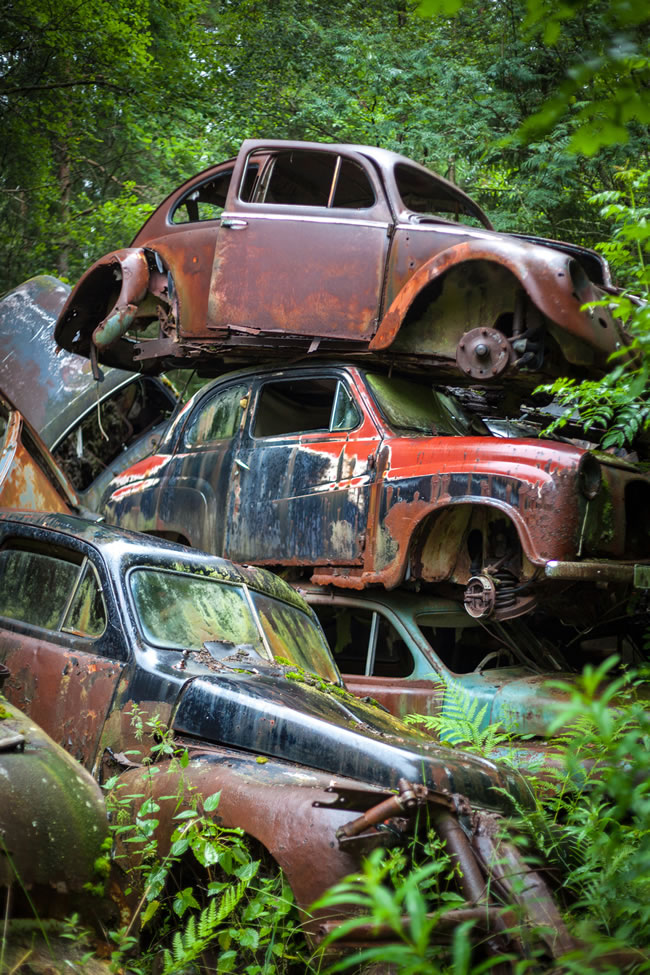 Eerie Classic Cars Graveyard At Abondaned Old Cars Junk Yard 18