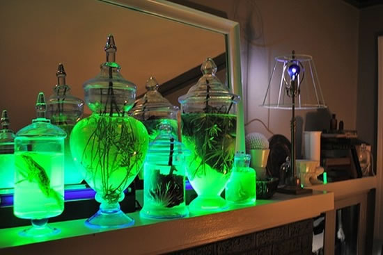 Have Fun At Nights With These DIY Glow In The Dark Lighting Jars 2