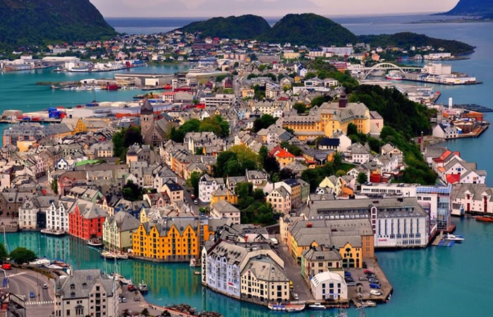 19 alesund - 21 Reasons To Visit Norway Before You Die