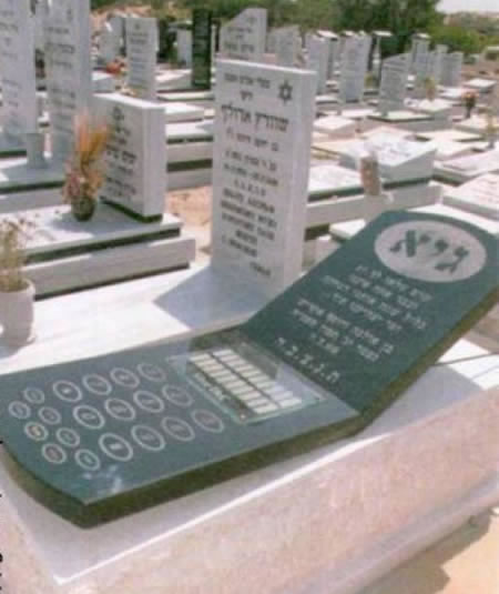 20 Of The Most Funniest Burial Headstones That people Were Buried With (10)
