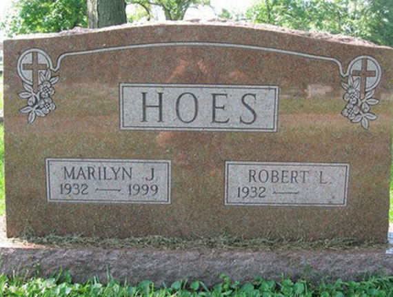 20 Of The Most Funniest Burial Headstones That people Were Buried With (12)