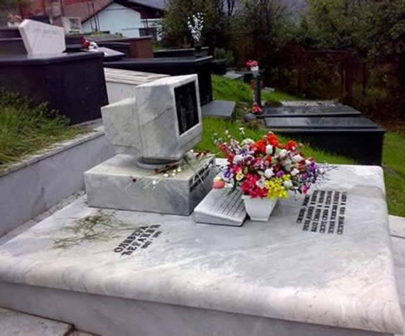 20 Of The Most Funniest Headstones That people Were Buried With (3)