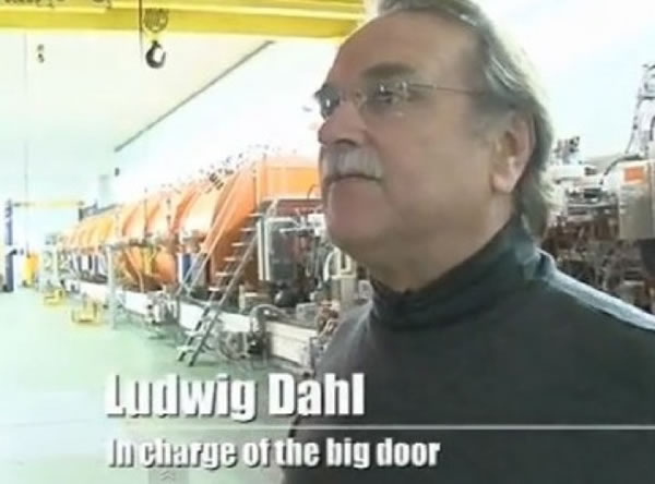21 Of The Most Funniest Jobs - In charge Of Big Door 18