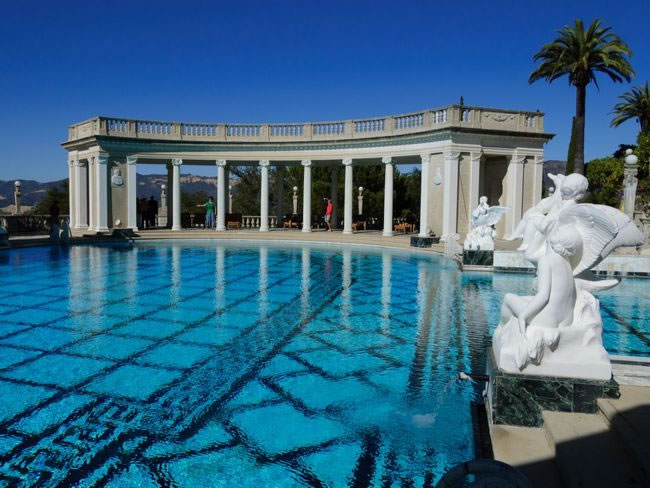 31 Most Beautiful Custom Swimming pools To Swim In Before You Die 10