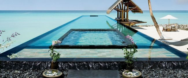 31 Most Beautiful Custom Swimming pools To Swim In Before You Die 18