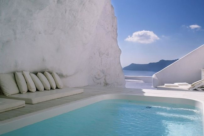 31 Most Beautiful Custom Swimming pools To Swim In Before You Die 22