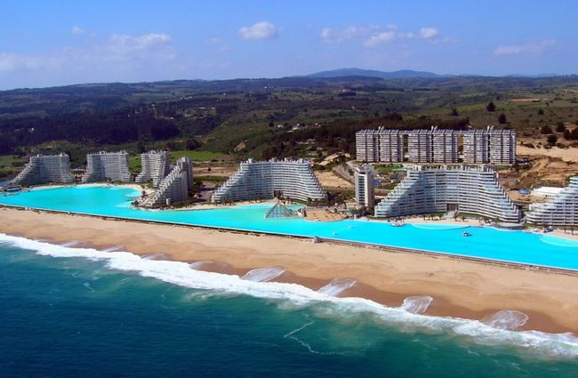 20 most beautiful swimming pools to swim in before you die Swimming pool beautiful
