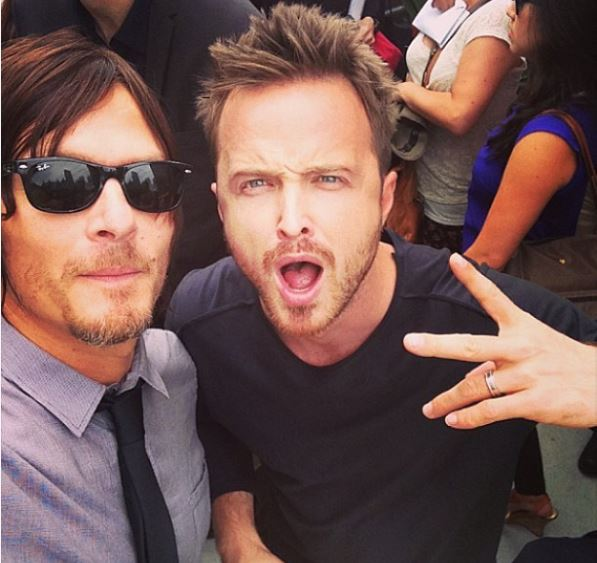 Best Photobombs Ever By Aaron Paul (2)