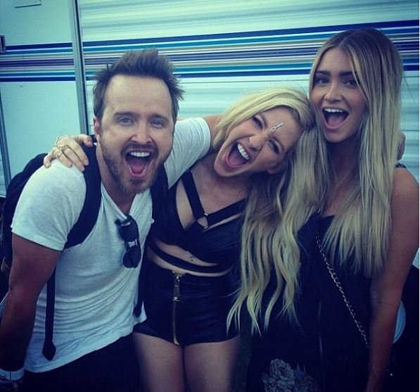 Best Photobombs Ever By Aaron Paul (3)