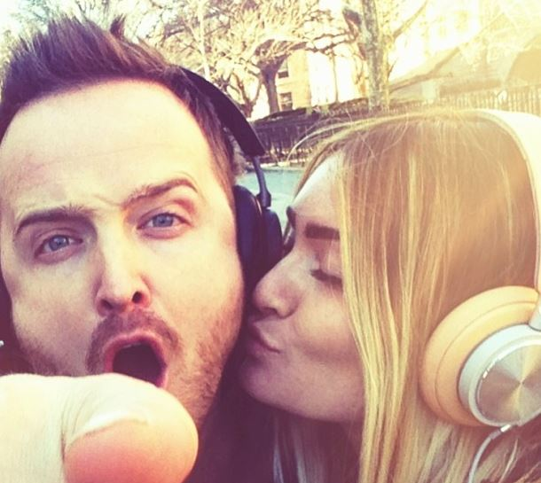 Best Photobombs Ever By Aaron Paul (6)