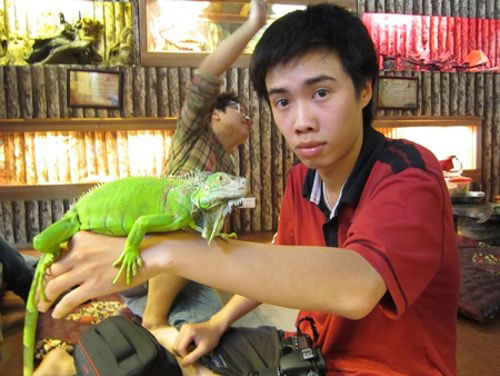 Enjoy a Coffee With Snakes And Scorpions At Vietnam's New Pet cafe 1