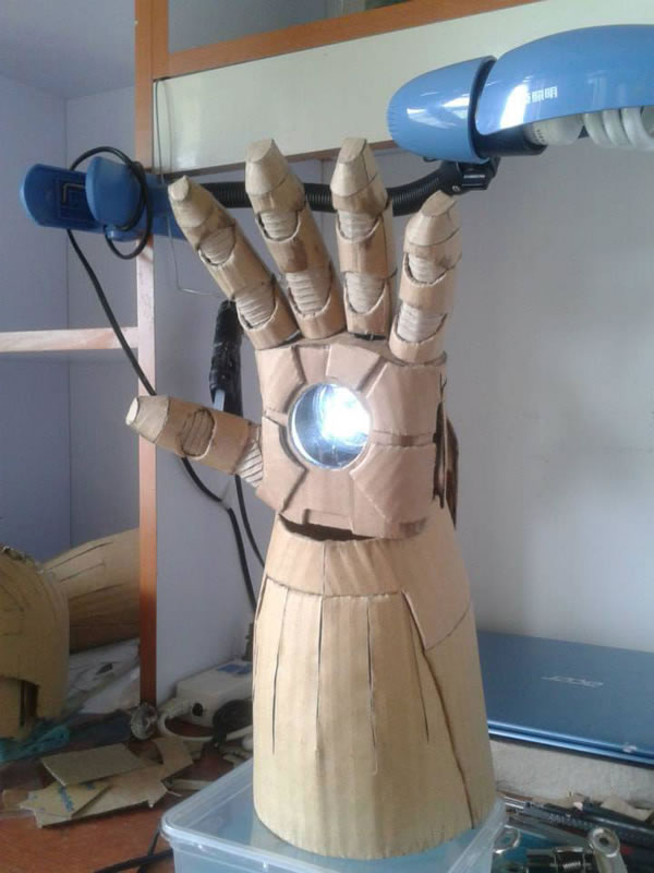 Student Builds Amazing Iron Man Costume From Cardboard 3