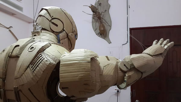 Student Builds Amazing Iron Man Costume From Cardboard 4