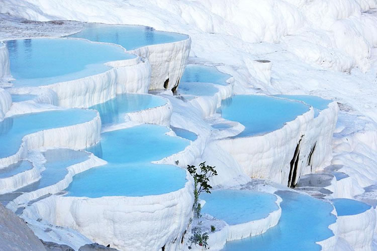 10 Breathtaking Places Around The World You Must Visit Before You Die 17