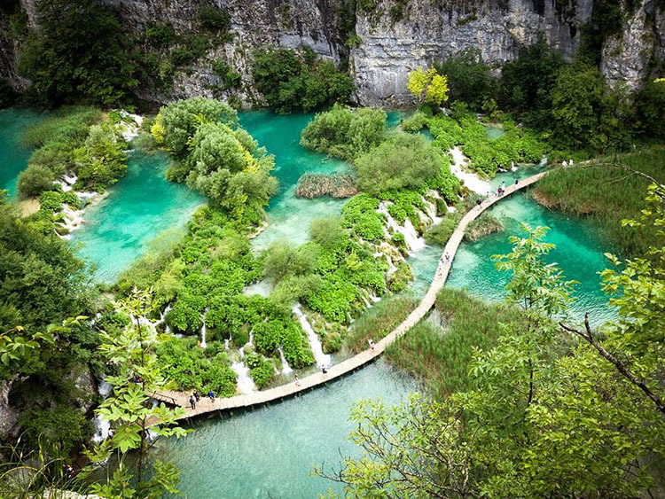 10 Breathtaking Places Around The World You Must Visit Before You Die 19
