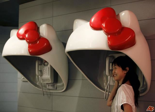 15 Crazy Things You'll Only Discover Hello Kitty Pay Phones 16
