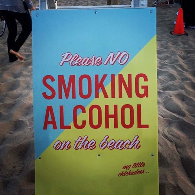 22 Funny Signs That Are Ironically Out Of Place 20