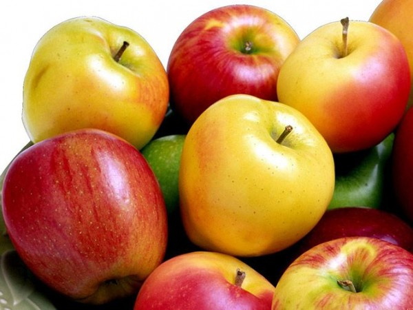 Apples-Top-10-Healthy-Foods-List-To-Keep-You-Fit-And-In-Shape