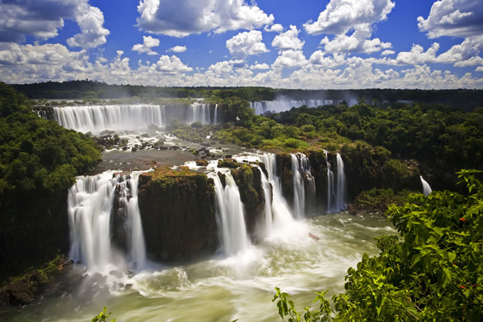 Top-10-Stunning-Waterfalls-From-Around-The-World-10