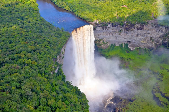Top-10-Stunning-Waterfalls-From-Around-The-World-6