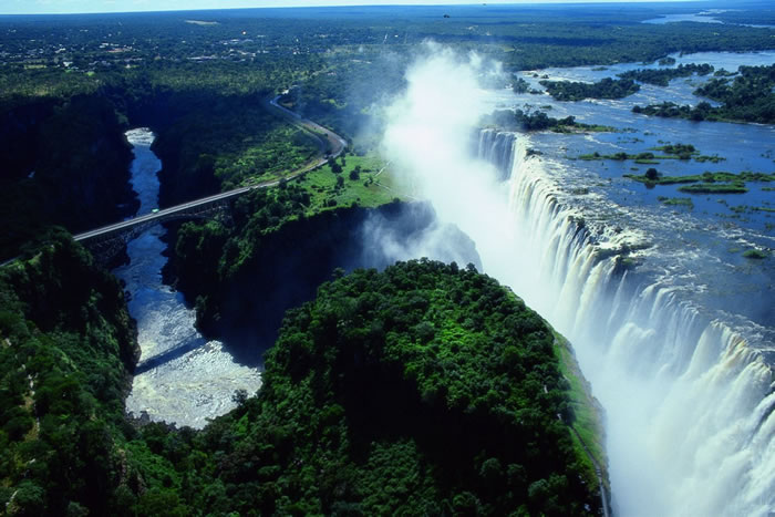 Top-10-Stunning-Waterfalls-From-Around-The-World-7