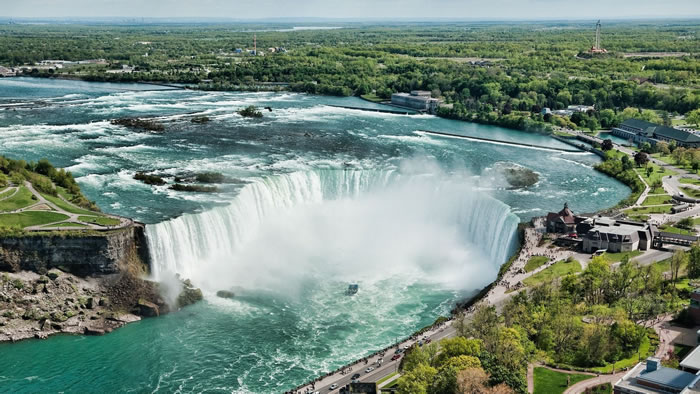 Top-10-Stunning-Waterfalls-From-Around-The-World-8