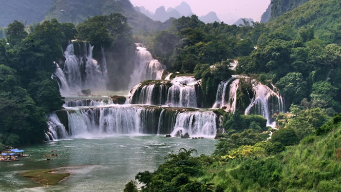 Top-10-Stunning-Waterfalls-From-Around-The-World-9