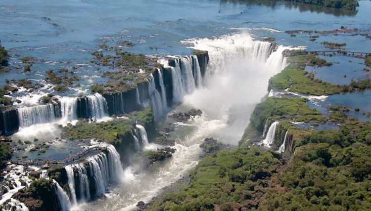 Top-10-Stunning-Waterfalls-From-Around-The-World