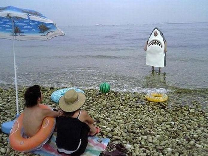 WTF 33 Crazy Summer Photos To Start The Vacation Season (3)