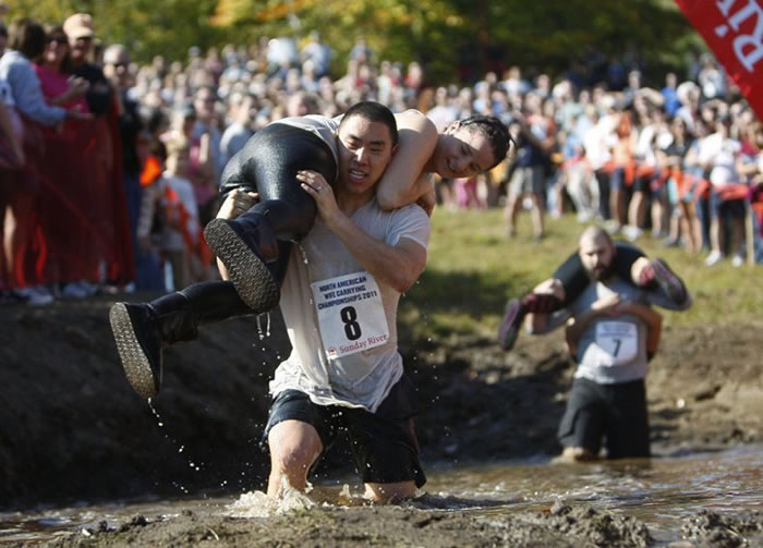 wife-carrying-chamionship-9[3]