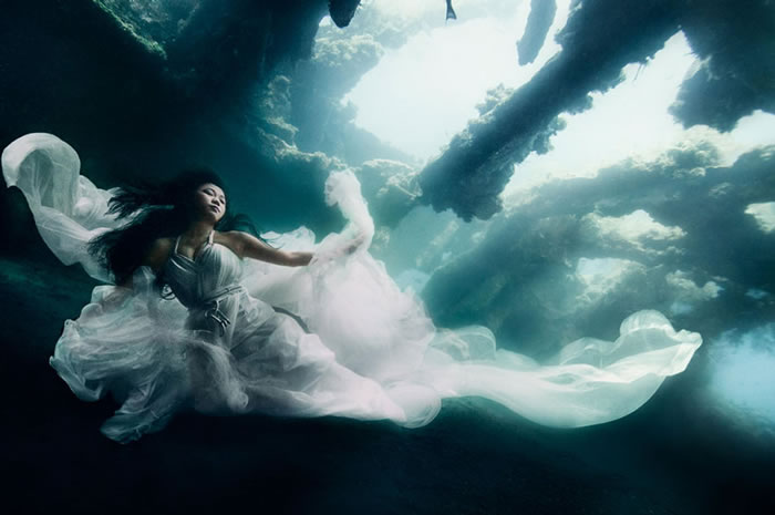 Stunning Models Pose For Breathtaking Underwater Photoshoot 1
