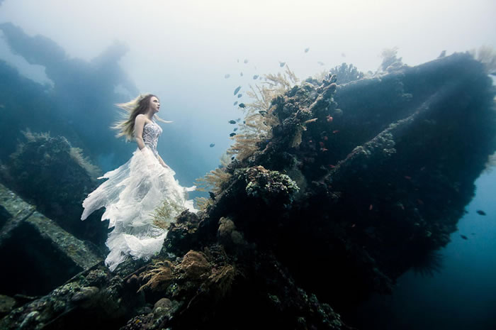 Stunning Models Pose For Breathtaking Underwater Photoshoot 2
