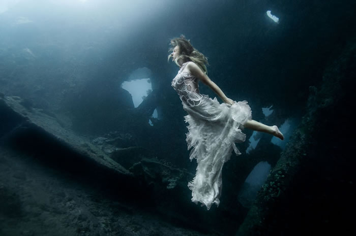 Stunning Models Pose For Breathtaking Underwater Photoshoot 3
