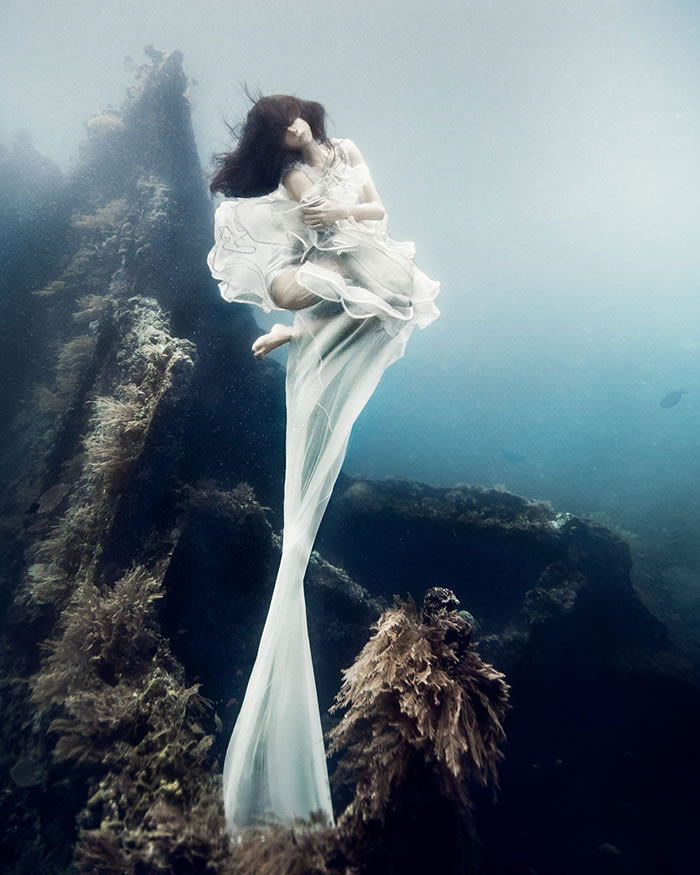 Stunning Models Pose For Breathtaking Underwater Photoshoot 5