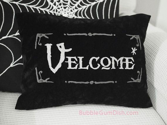20 Crazy Pillows Ideas For A Hilarious Nights Slumber  (18)