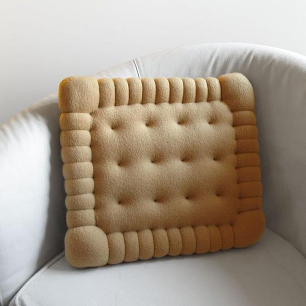 20 Crazy Pillows Ideas For A Hilarious Nights Slumber  (2)