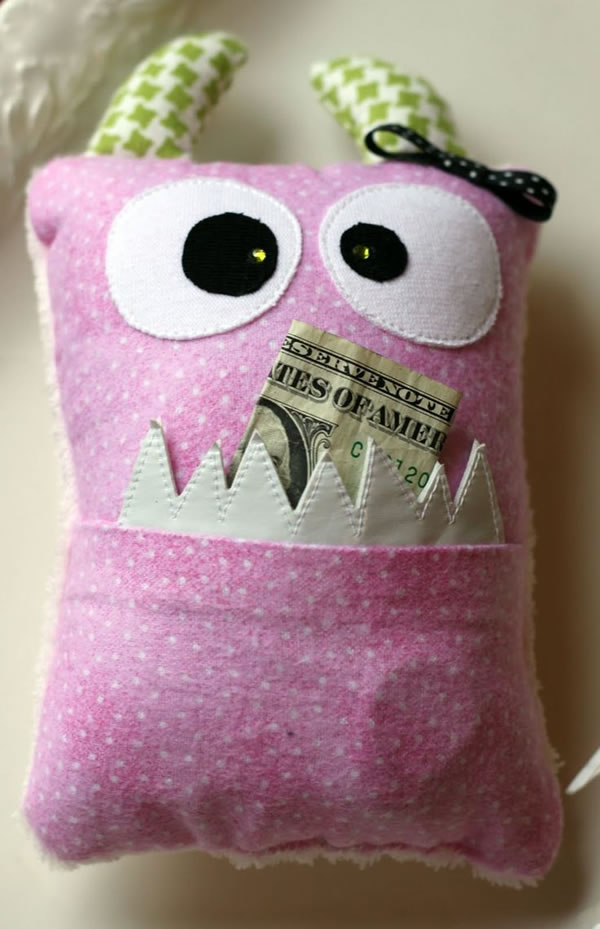 20 Crazy Pillows Ideas For A Hilarious Nights Slumber  (8)