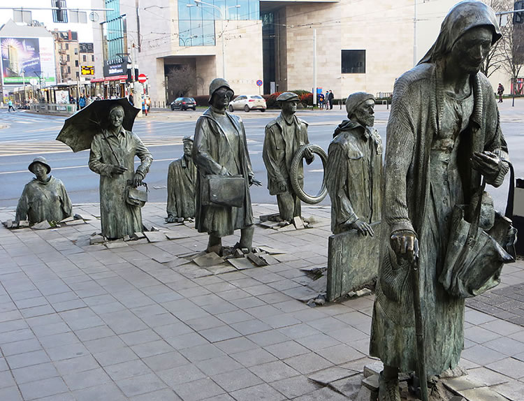 25 Most Creative Statues From Around The World 3