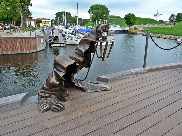 25 Most Creative Statues From Around The World 9