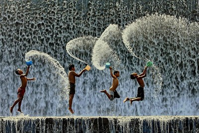 20 Beautiful Images Of Children Playing From Around The Globe